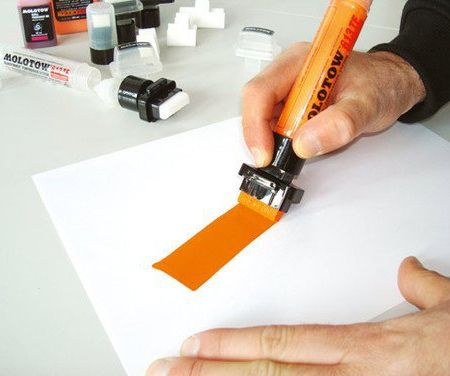 Transformer 613TF Jumbo Marker by Molotow    Finally a marker with a thick enough lineweight for large posters.