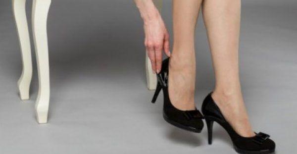 Έτσι θα Ανοίξετε τα Παπούτσια που σας Στενεύουν!