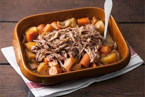 Pulled pork -vuoka. Pulled pork eli revitty possu on herkullinen ja mehevä arki- ja juhlaruoka. http://www.valio.fi/reseptit/pulled-pork--vuoka/ #resepti #ruoka