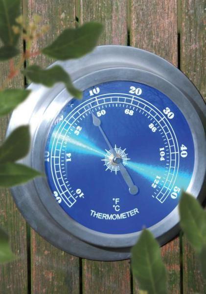Kerek, fali hőmérő, mely -20 és 50 C között mér.