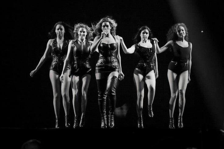 Beyonce , dancers Mrs Carter Show World Tour 2013
