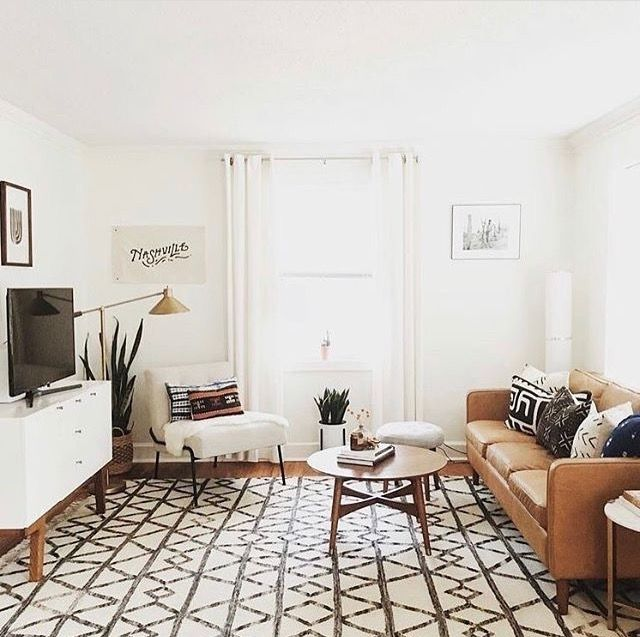 living room | large area rug | neutral color palette | leather sofa | geodesic rug pattern | salon | interiores | interior design | interior decor
