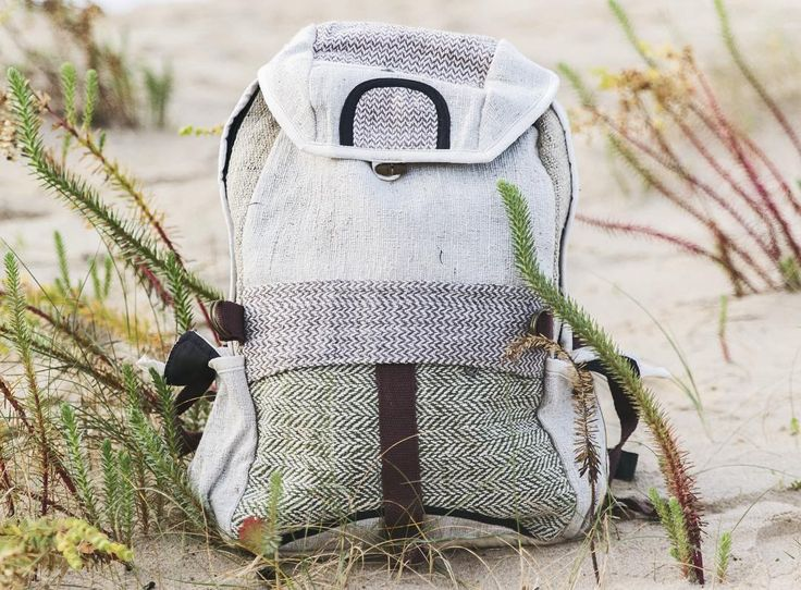 """Introducing #Machapuchare (from Nepali मछपचछर  meaning """"fishtail""""). Our bag takes its name from a mountain in the Annapurna Himal of north central Nepal. It is revered by the local population as particularly sacred to the god Shiva and therefore is off limits to climbing.  Os presentamos a #Machapuchare (del Nepalí मछपचछर  que significa """"cola de pez"""" ) . Nuestra mochila toma el nombre de una montaña en el Macizo del Annapurna de la central al norte de Nepal . Es venerado por la población…"""