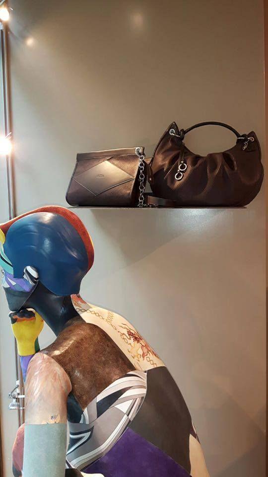 Dettagli dalle nostre nuove vetrine #tramontanocollection #fashion #modadonna #autumn #napoli