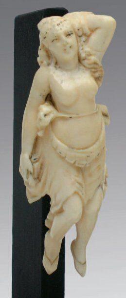 Ivoire sculpté, petite représentation de figure de proue à l'image d'une