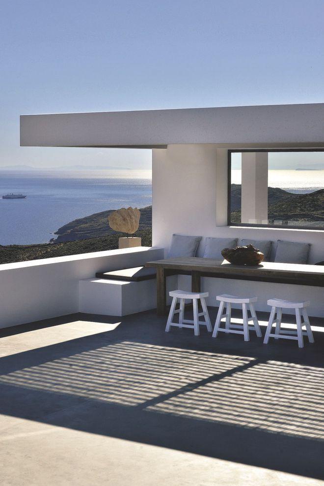Pause détente sur la terrasse avec vue imprenable sur la Méditerranée