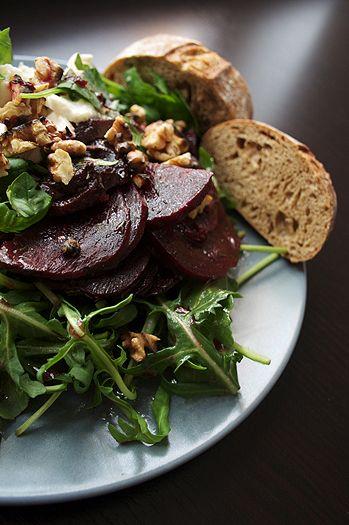 feines gemüse: Rote-Bete-Salat mit Mozzarella und Walnüssen