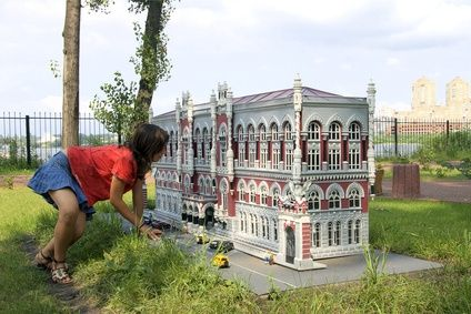 How to Build a Big Doll House