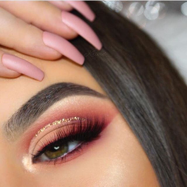 Cream + crimson coral pink shadow with gold liner. Beautiful cut crease. Perfect prom or wedding makeup.