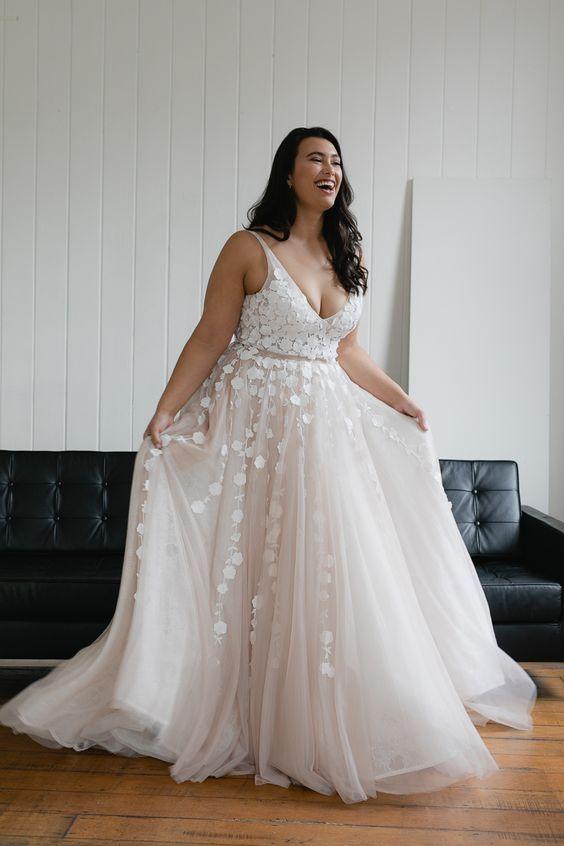Vestido de Noiva Plus Size em 2021 | Vestidos de noiva plus, Noiva curvilínea, Vestidos de noiva delicados