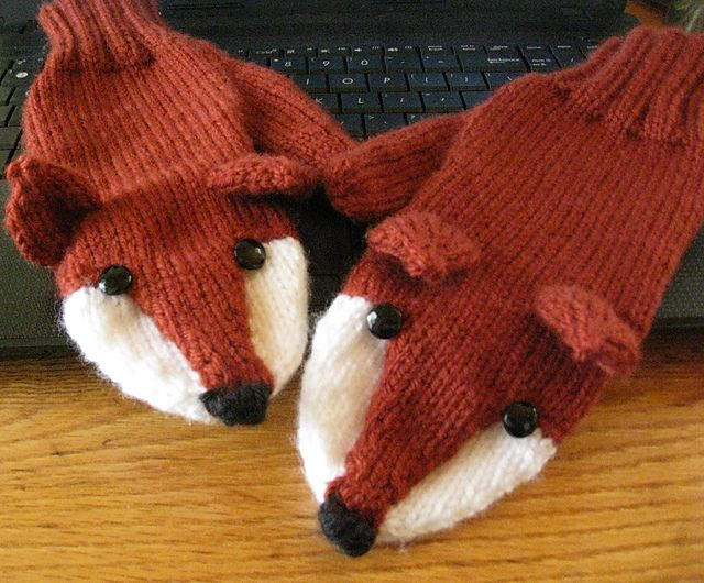 Ravelry: Fox Mittens pattern by Laurie Walton