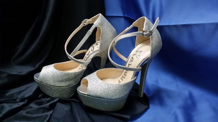 GLAMOUR SIZE 5 SILVER SPARKLE HIGH HEELS **CHARITY AUCTION**
