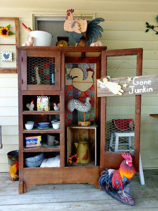 Rooster Decor In Living Room: I Love This Shelf!! So Cute With The Chicken Wire And