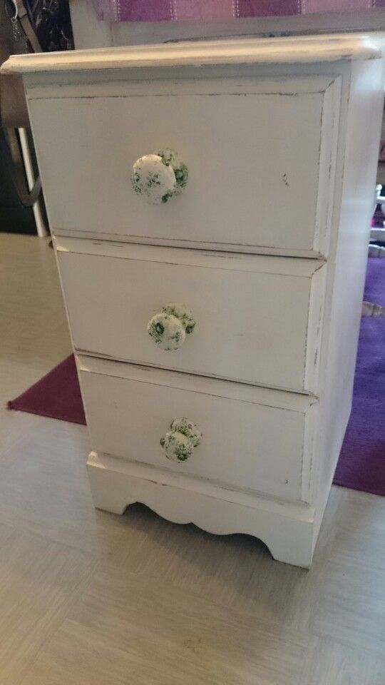 Drawers painted with decoupaged handles