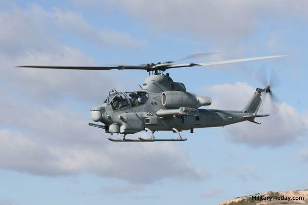 La cañonera AH-1Z Viper se basa en la SuperCobra AH-1W. Este helicóptero es utilizado por el Cuerpo de Marines de EE.UU.. Sigue la línea de los helicópteros AH-1 Cobra, que fue el primer helicóptero del mundo dedicado ataque