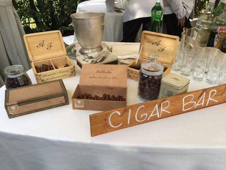 Travel wedding - cigar bar