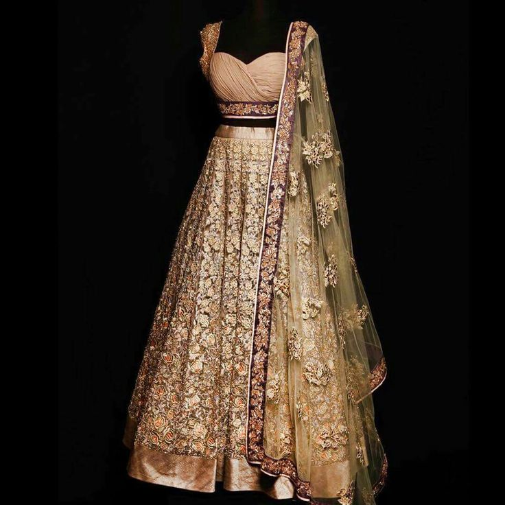 a truly gorgeous Indian garment I would love to try on if I could!