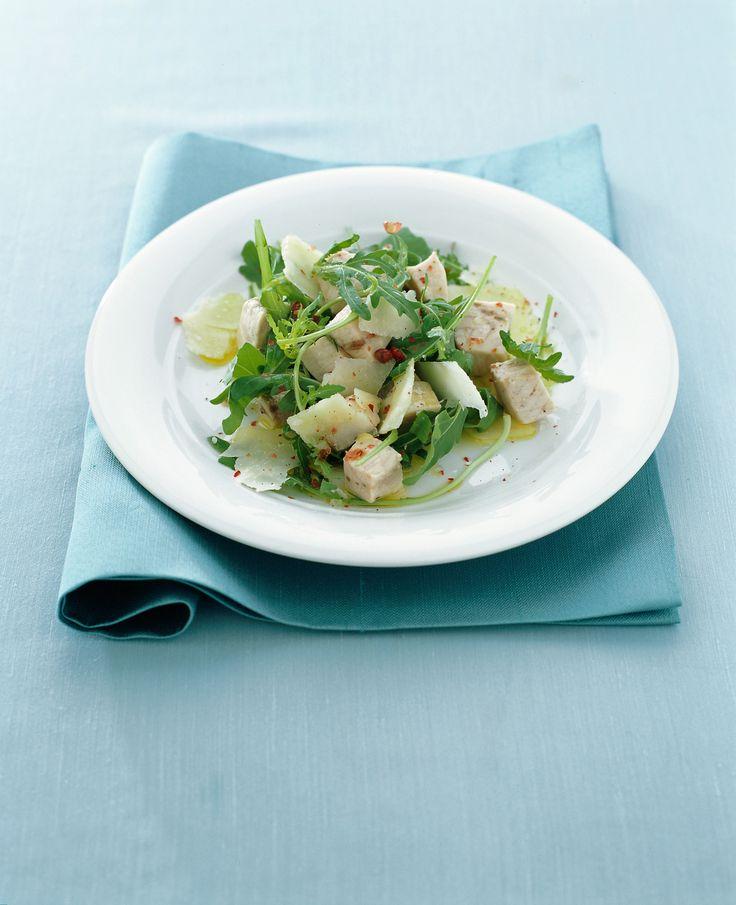 Scopri la ricetta dell'insalata di spada e rucola, un piatto estivo sfizioso, facile da preparare e veloce da realizzare.