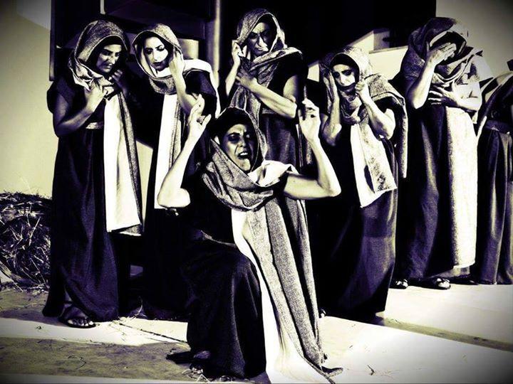 """Il Teatro di Calabria """"Aroldo Tieri"""" indice un bando di selezione per la creazione di un Laboratorio formativo di Teatro Classico, incentrato sul ruolo del Coro nella tragedia Greca.  NUMERO POSTI: 15  COSA COMPRENDE IL CORSO? - Dizione -Impostazione Vocale -Movimento del Corpo -Elementi di Storia del Teatro  DURATA DEL CORSO: da Gennaio a Giugno 2017. Gli incontri avverranno due volte a settimana MERCOLEDI' e SABATO dalle 18:00 alle 19:30.  REQUISITI DI PARTECIPAZIONE: E' ammesso alle…"""