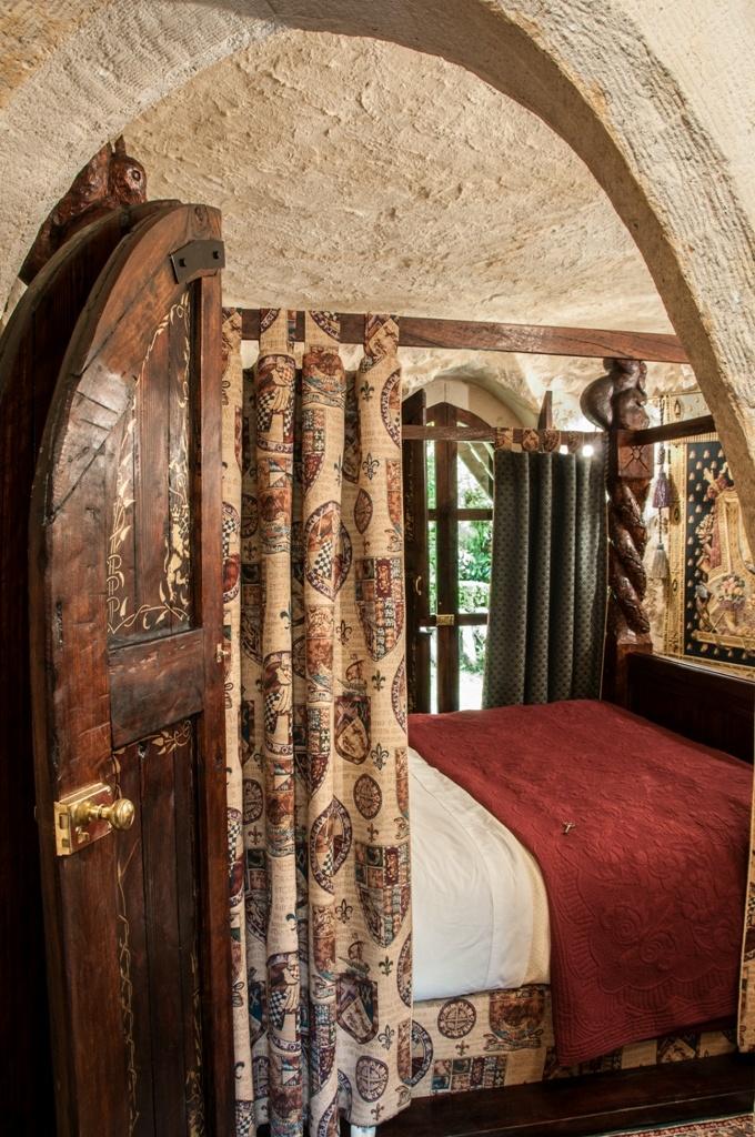 Thorngrove Manor Castle bedroom