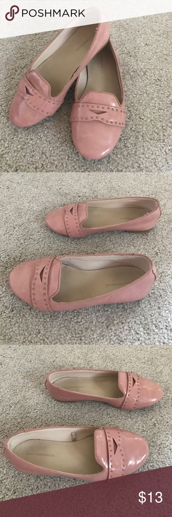 Zara girls dress shoe Used but still has a lot of life. Worn a few times. Bundle and save. Size 31 zara kids Shoes Dress Shoes
