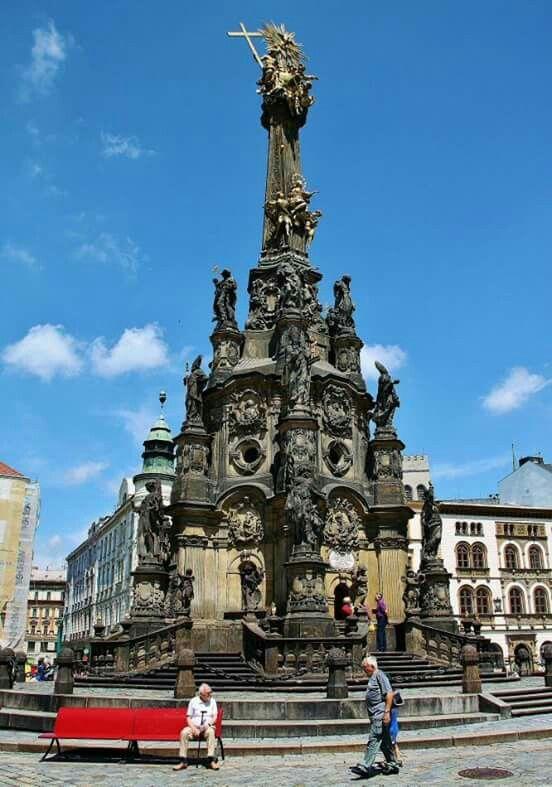 sloup Nejsvětější Trojice https://cs.wikipedia.org/wiki/Sloup_Nejsv%C4%9Bt%C4%9Bj%C5%A1%C3%AD_Trojice_(Olomouc)