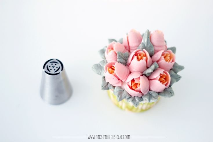 Flower Cupcakes using Russian Piping Tips by Make Fabulous Cakes