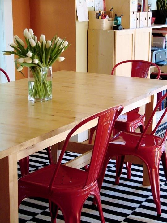 Those chairs. And that rug.House Tours, Dining Room, Wood Tables, Scandinavian Burrowing, Red Chairs, Dining Spaces, Eclectic Scandinavian, Cat Eclectic, Dining Tables