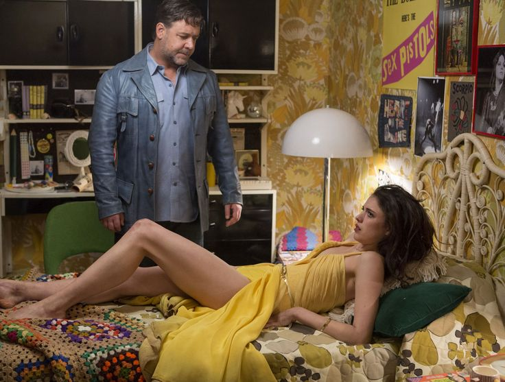 The Nice Guys - Il detective Jackson Healy (Russell Crowe) ha appena trovato la fuggitiva Amelia Kutner (Margaret Qualley) © 2016 LUCKY RED