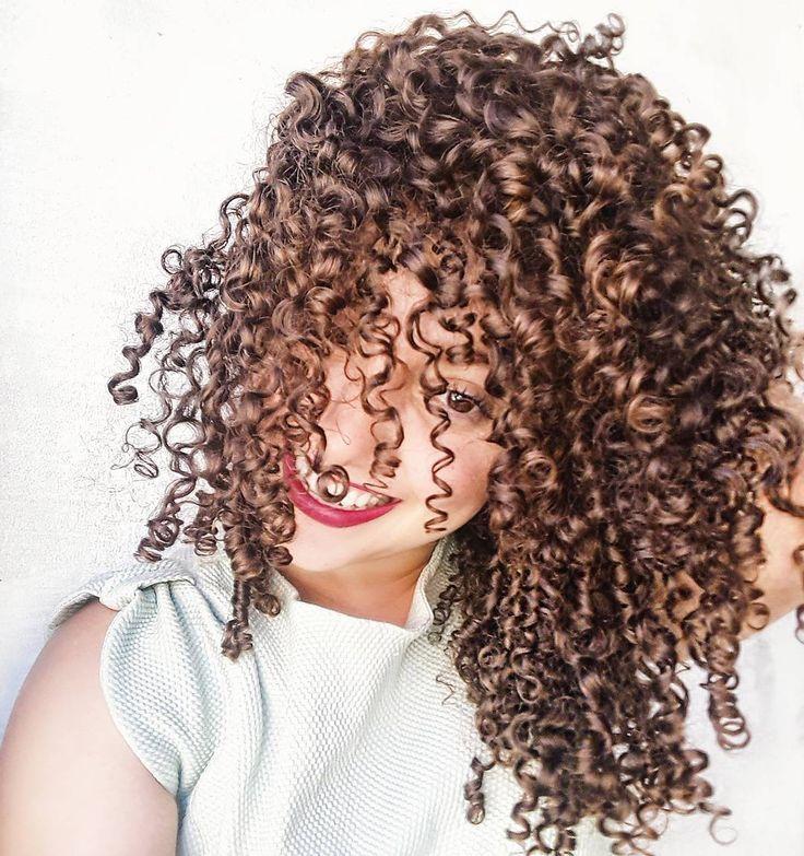 545 Likes 39 Comments Caroline Menezes Carolinemeneezes On Instagram Seda Boom Definicao Curly Hair Styles Curly Hair Styles Naturally Hair Styles