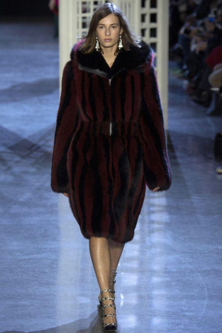 altuzarra-fur-winter-2016-17 модные тренды - мех и шубы зима 2016/2017 - какие шубы в моде Зима 16/17 #fur #fashion #winter #winter2016/2017 #fashiontrend #шуба #трендзима2016