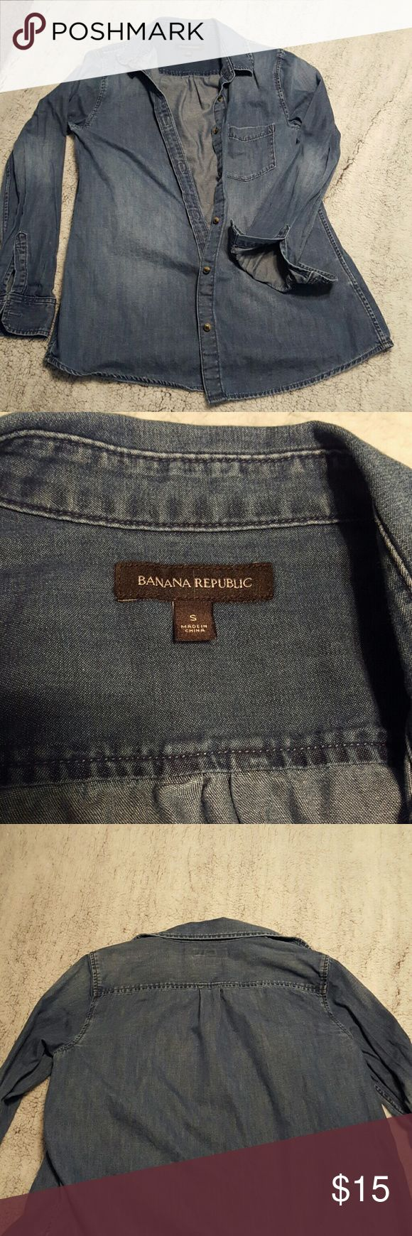 Banana Republic Chambray Small Chambray that is nice and long and roomy, not fitted, perfect for leggings and tights and tall boots Banana Republic Tops Button Down Shirts