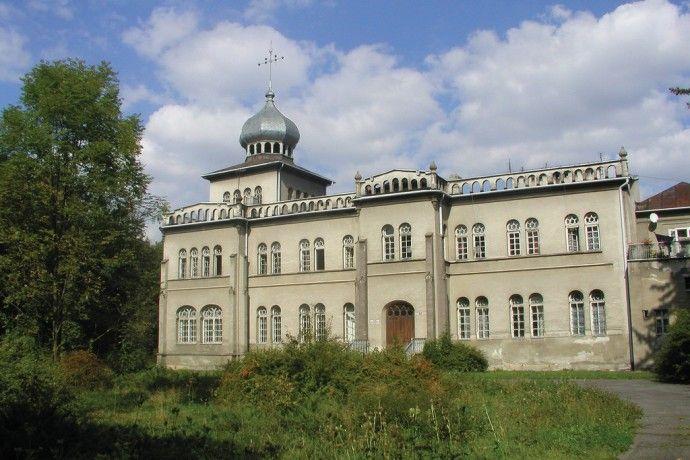 Pałac Rudzińskich w Osieku. wybudowany w stylu mauretańskim w XIX wieku. Od 2000 roku w rękach spadkobierców.