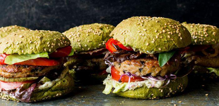 The Dutch Weed Burger! #dutchweedburger #thedutchweedburger #vegan #veganhamburger #veganburger #seaweed #weed #plantpower Pic by #lisettekreischer