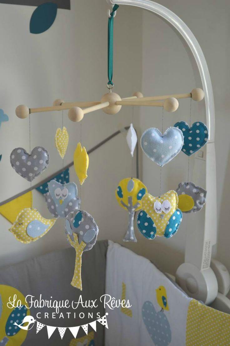 mobile éveil bébé chouette hibou arbre oiseau nichoir bleu ciel jaune bleu pétrôle canard gris