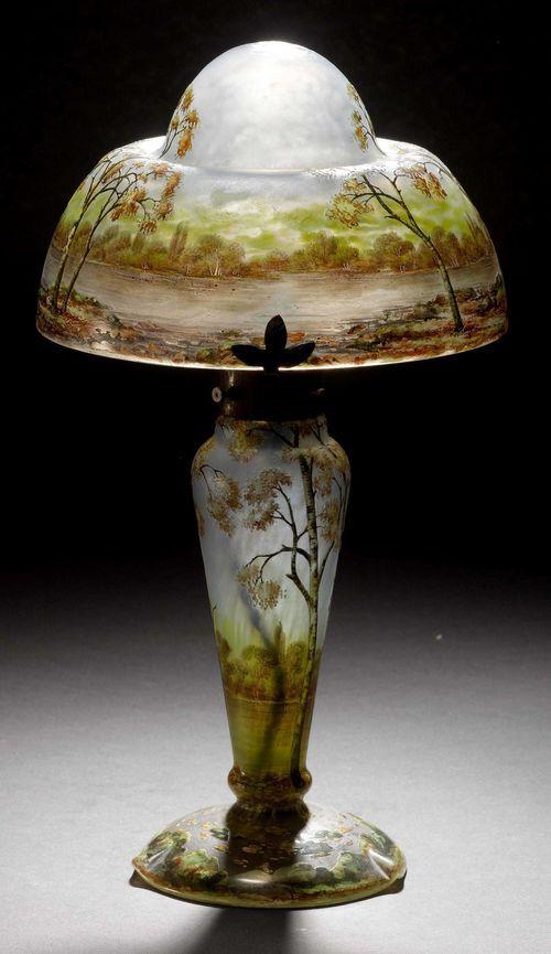 DAUM NANCY TISCHLAMPE, um 1900 Hellblaues Glas geätzt und em