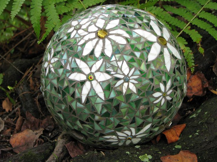 mosaic bowling ball ~~  Love the daisies!!!