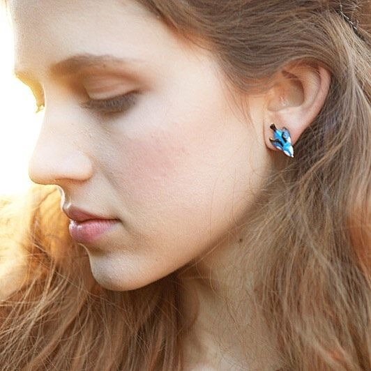 🌿:: The Hedgerow Bluebird Studs :: 🌿    How adorable are these mini Bluebird studs? They are back in stock in-store & online! 💙  .  .  .  #BillSkinner #hedgerow #bluebird #birdjewellery #birdjewelry #enamel #handcrafted #handpainted #fashionphotography #fashionshoot #fashion #Kent #vintage #jewellerylovers #jewellerydesigner