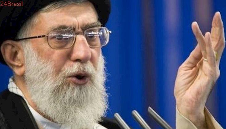 Líder do Irã culpa inimigos por instabilidade e mortes em protestos