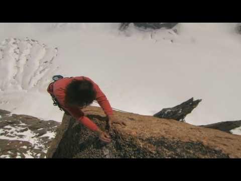 Catherine Destivelle.   Catherine Destivelle, née le 24 juillet 1960 à Oran, est une grimpeuse et alpiniste française. C'est la première femme à gravir en hiver et en solitaire les trois grandes faces nord des Alpes.