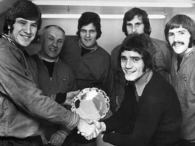 1972 - Emlyn Hughes presents Kevin Keegan with the Evening Standard player of the month award. He is watched by manager Bill Shankly, John Toshack, Ray Clemence and Steve Heighway.