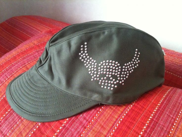 CASQUETTE MILITAIRE KAKI CUSTOMISÉE TÊTE DE MORT motif strass : Chapeau, bonnet par hand-made-with-love