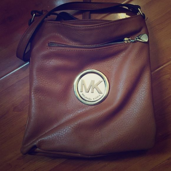 Michael Kors bag Price reflects Not a u t h, so don't ask. Very clean cute bag with long straps. Sits at the hip. Small-medium sized bag Michael Kors Bags