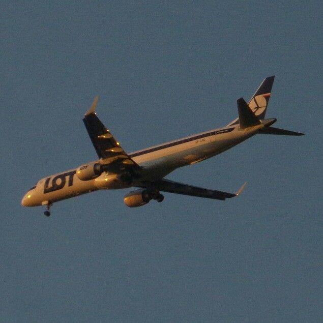 #LOT #embraer #approach at #sunset #EPWR ⭐  #planespotting #spotting #aviation #avporn #lotnictwo #samolot #plane #wroclove #wroclaw #dolnoslaskie #polska #poland #zachod #slonca