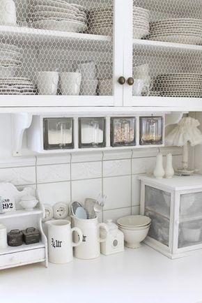 Vervang het glas uit de keukenkastdeurtjes eens voor gaas!