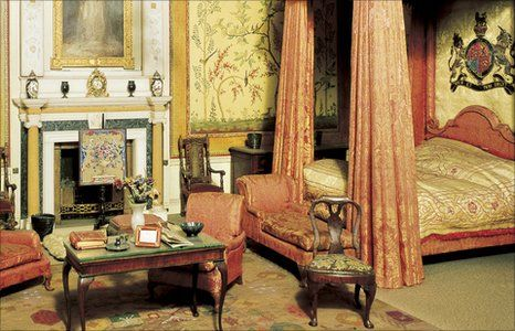 Room in Queen Mary's Dolls' House, Windsor Castle - famous artists, authors and craftsmen produced items for the house