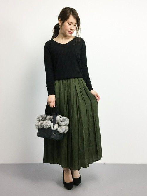 Vネックシャツ/カーキガウチョ/ファーバッグ