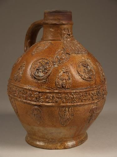 Baardmankruik Vervaardigingsdatum: 1550 - 1600 Vervaardiging plaats: Keulen Afmeting: diameter: 11.2 cm, hoogte: 22.5 cm