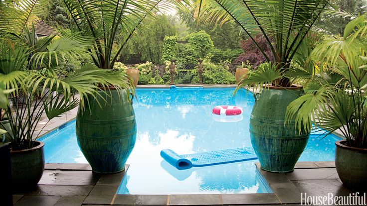 Beautiful swimming pool and potted plants outdoor decor for Pool design hamptons