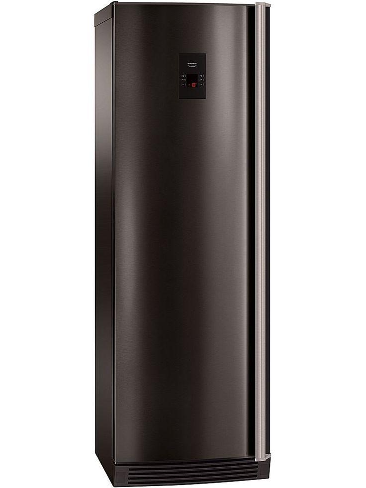 Husqvarna QT3662K-V frysskåp.  Sofistikerad svart design med längsgående handtag i metall övertygar vid första anblick. På dörren sitter en LED-display och du kontrollerar enkelt frysens funktioner med touchkontrollen.